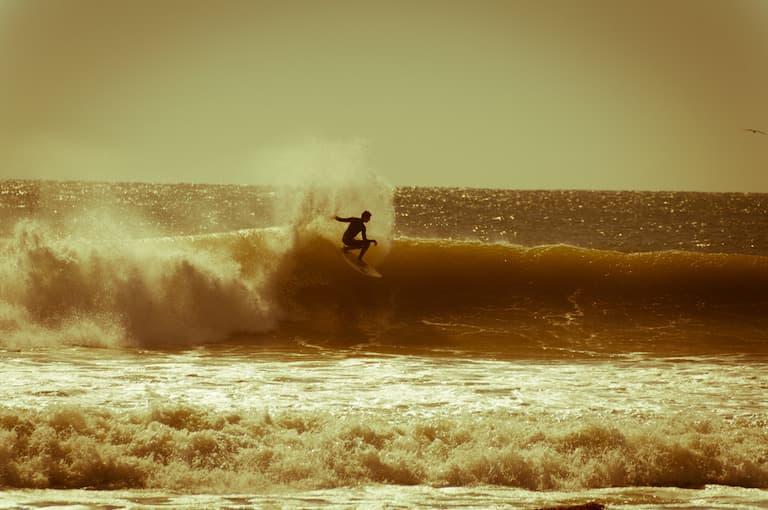 surfer doing cutback